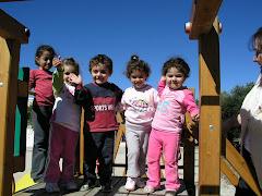 Τα μικρά παιδιά που κρατούνε στα χέρια τους την ελπίδα μας!