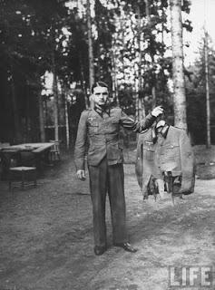 http://2.bp.blogspot.com/_Kr2rpTq49Sc/S_Nnj4G9yfI/AAAAAAAAALM/BNXuAu9eo8g/s1600/04+German+officer+holds+tattered+remains+of+uniform+worn+by+one+of+Hitler%27s+top+officers+after+failed+assassination+20.7.44.jpg