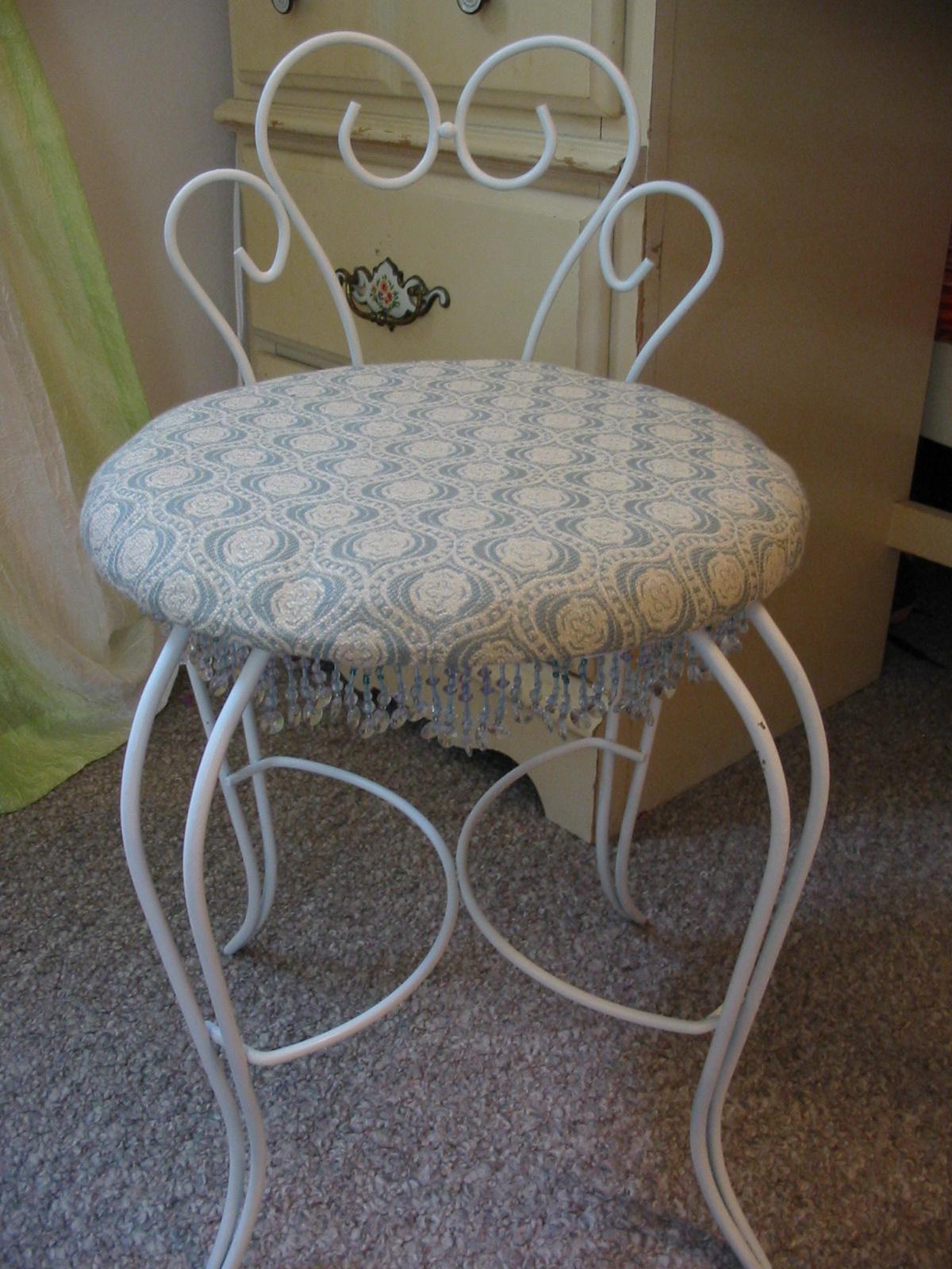 White Oak Lane: Vanity Chair Redo