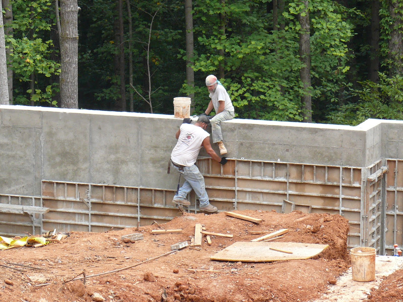 Retaining Wall Forms : Thin concrete retaining wall home design ideas