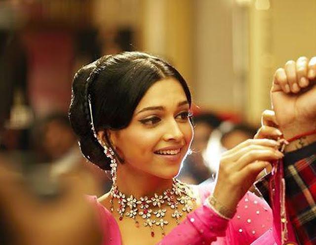 Deepika Padukone In Om Shanti Om In Black Dress
