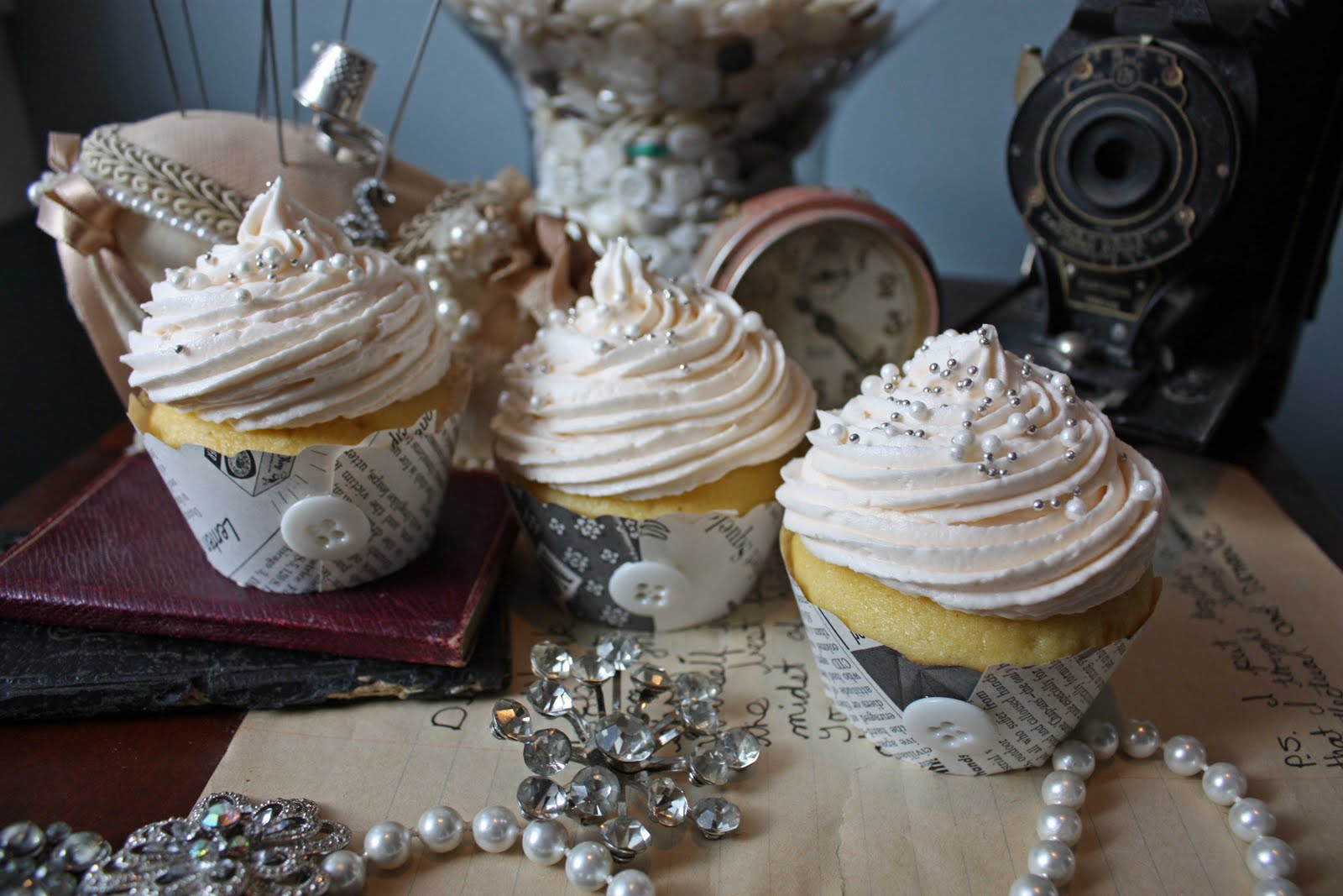 http://2.bp.blogspot.com/_KuaAihD4oVk/S-mu4vGwxnI/AAAAAAAAMws/dI8KPqv6SOU/s1600/vintage-cupcakes.jpg