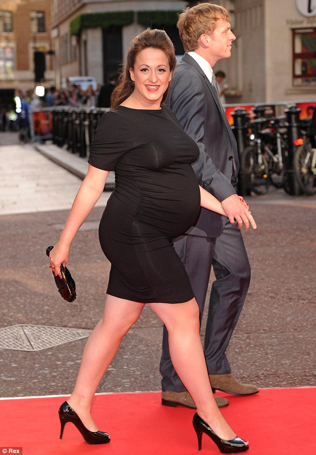 Heavily pregnant natalie cassidy shows off her curves in extremely