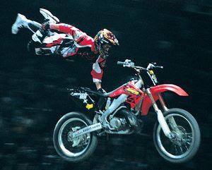 http://2.bp.blogspot.com/_Kz_TWHrP3Cs/SNlQJy_vAPI/AAAAAAAAAK4/e0lfFR4nXQI/s320/freestyle-motocross-1.jpg