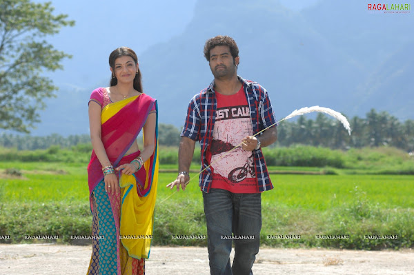 Kajal agarwal and Samantha in Brindavanam movie photos film pics