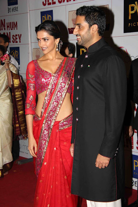 deepika padukone at khjjs premiere latest photos