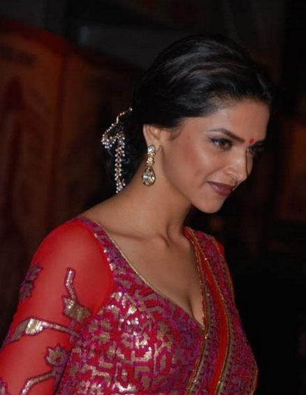 deepika padukone at khjjs premiere hot images