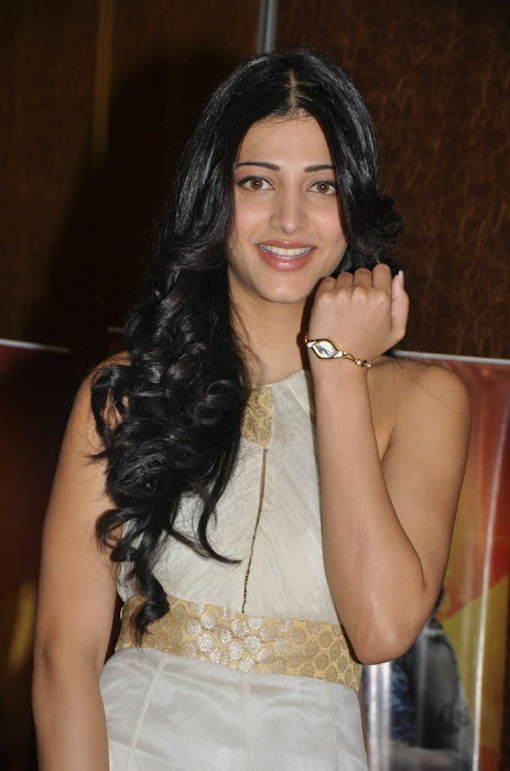 shruthi han at sonata aod collection of watches shruthi han at sonata aod collection of watches photo gallery