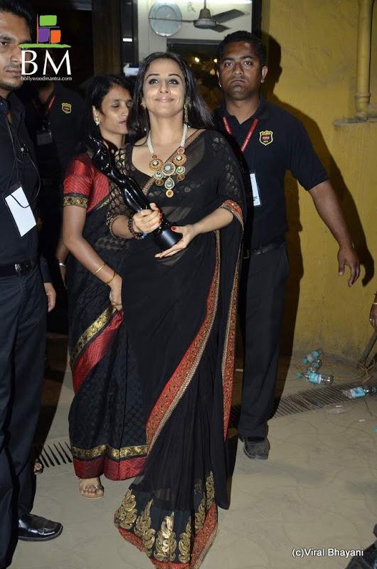 Vidhya balan at th Idea Filmfare Awards photos glamour images