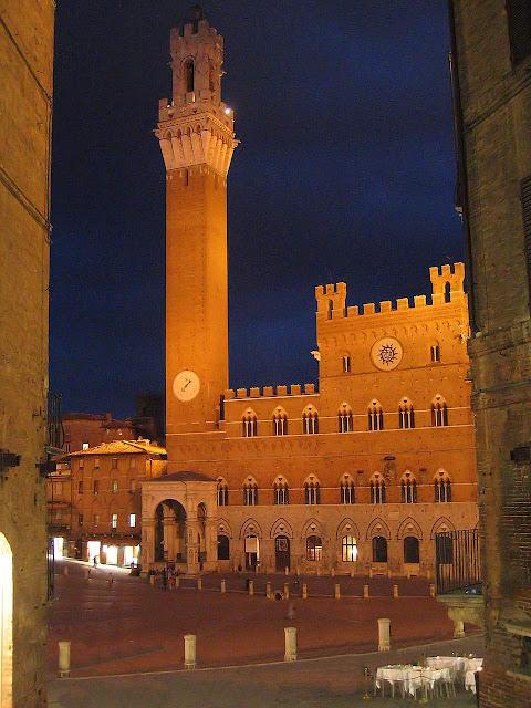 Siena, Piazza di Campo, a cidade medieval