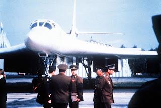 Oficiais sovieticos junto a Blackjack