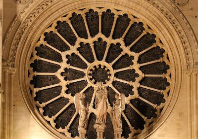 Notre Dame, aureola de Nossa Senhora