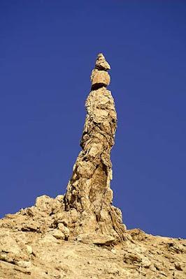 Formação rochosa chamada 'Mulher de Lot' perto do Mar Morto