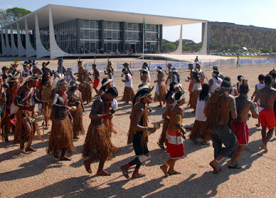 2008-09-23, Índios frente ao STF, ato pela anulação de títulos de propriedade de fazendeiros de Caramuru-Paraguaçu, Bahia, ©Wilson Dias-ABr