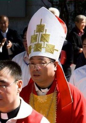 Mons Li Shan, bispo de Pequim que os fiéis acham serviçal da ditadura