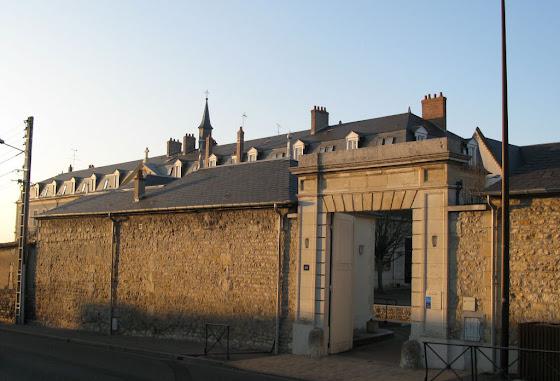 Entrada do convento Saint-Gildard em Nevers.