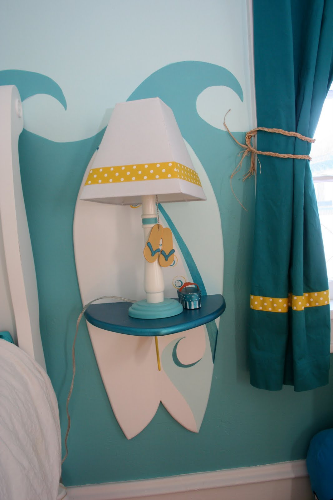 Little Girl's Surfer Room - Design Dazzle