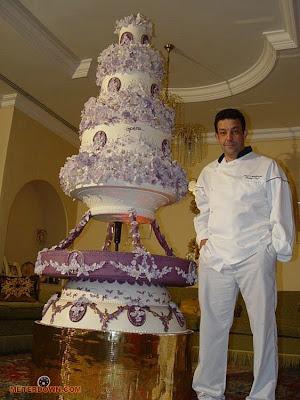 Devasa düğün pastaları