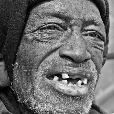 http://2.bp.blogspot.com/_L1y4XexY16s/TFkIVhrkz2I/AAAAAAAAYY8/HNvzRELCb0A/s400/homeless_in_america_48.jpg