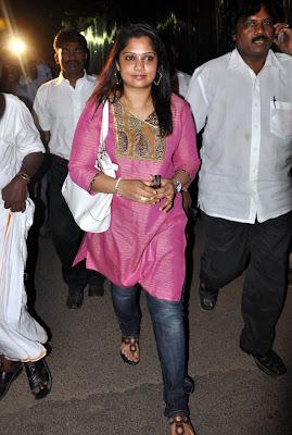 http://2.bp.blogspot.com/_L2xQX5qyQlw/S6w6hx_AN0I/AAAAAAAAhC0/3DiTFAifpUs/s1600/Yuvarani+Meets+The+Commissioner+Photo+Gallery+5.jpg