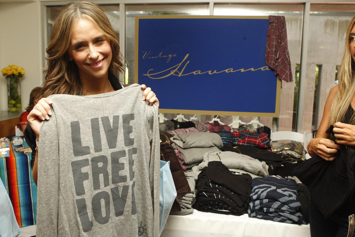 http://2.bp.blogspot.com/_L4quKK9PCq8/TA8jFNlon_I/AAAAAAAABXE/3la0dpyM9To/s1600/Jennifer-Love-Hewitt.jpg