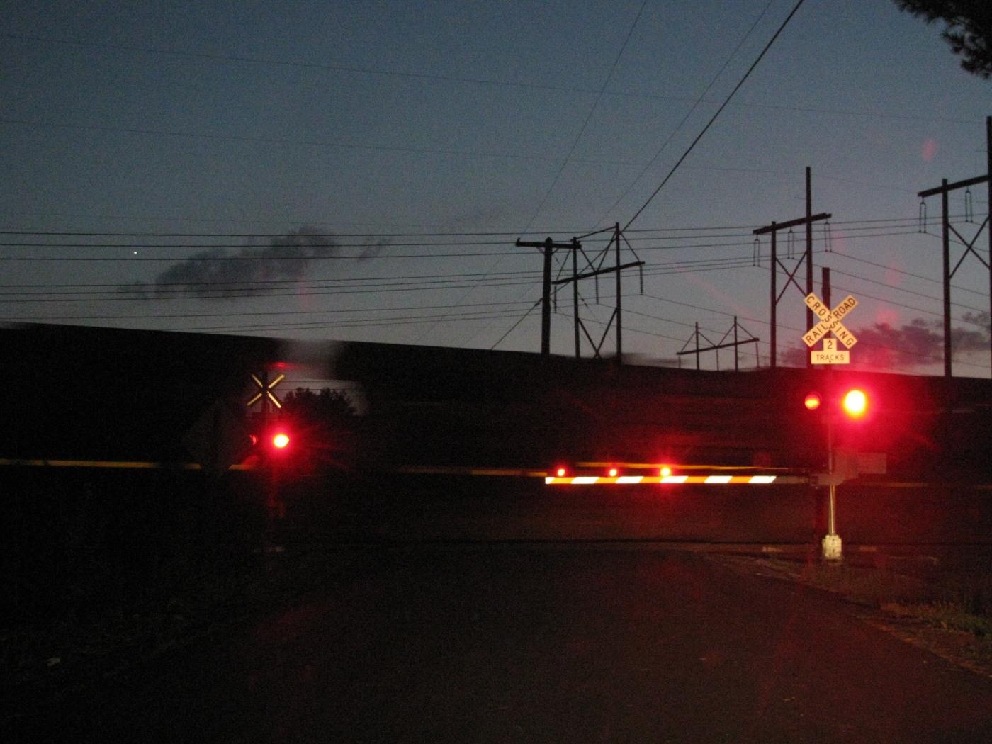 Railroad crossing gate lights imgkid the image