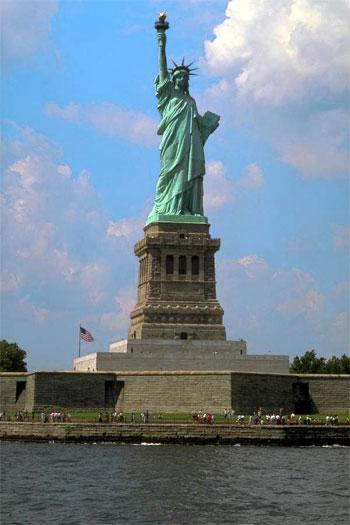statue of liberty las vegas face. las vegas statue of liberty