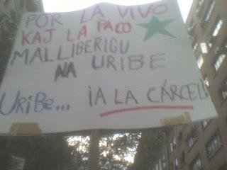 Esperantlingva afiŝo kontraŭ Uribe