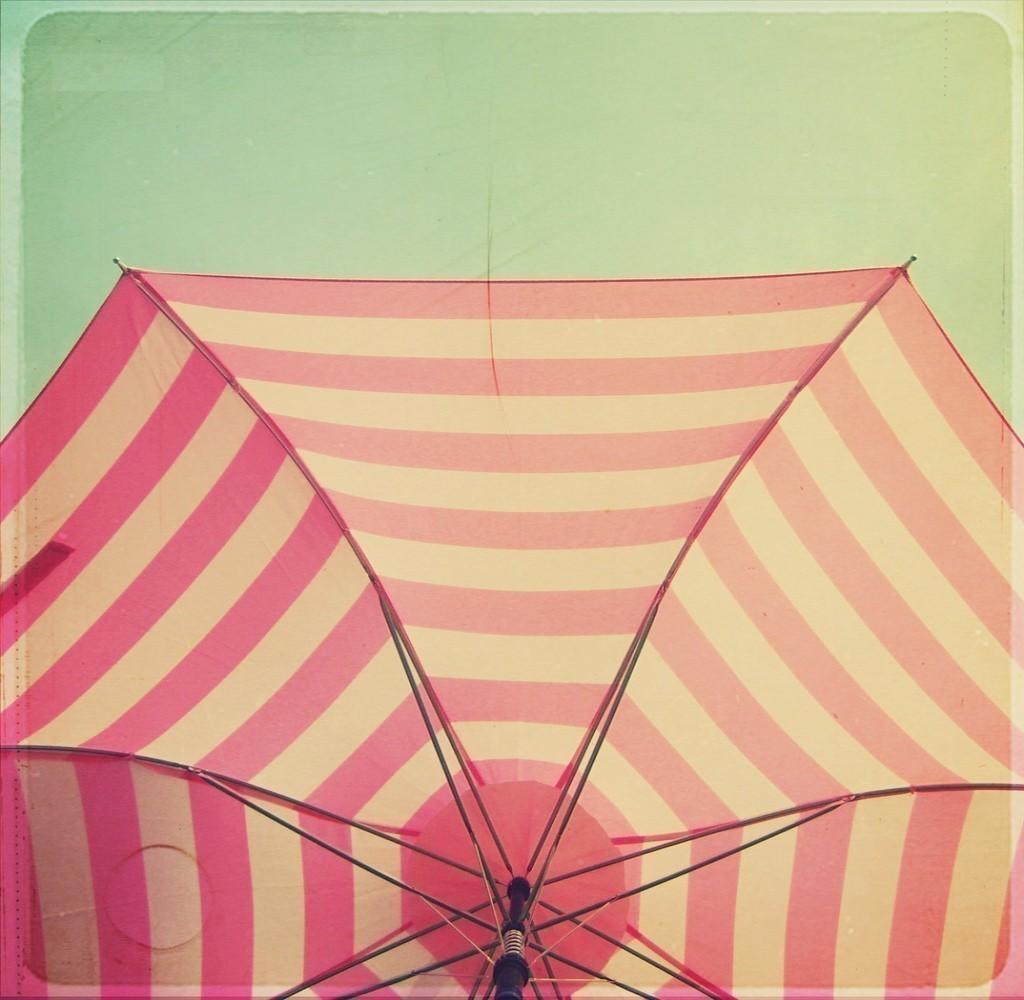 http://2.bp.blogspot.com/_L9IVr_r-1AQ/TFMclh_O81I/AAAAAAAABEE/TkYuwrpOEyA/s1600/pink+and+green+umbrella.jpg