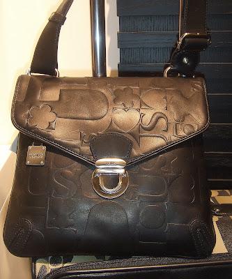 Ser ni att mönstret är samma som i våra Cubik-väskor. Nalle fbccd745ccb14