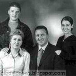 Agron Llakaj me familje
