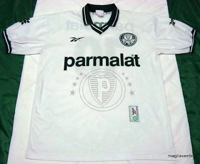 0523be02a7 Nova camisa do Palmeiras é eleita a mais bonita dos últimos anos ...