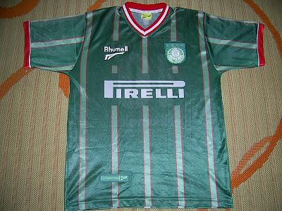 ff2f59a85c Esta é a terceira camisa da temporada 2001. Vamos usá-la para a estréia da  nova seção Raridades