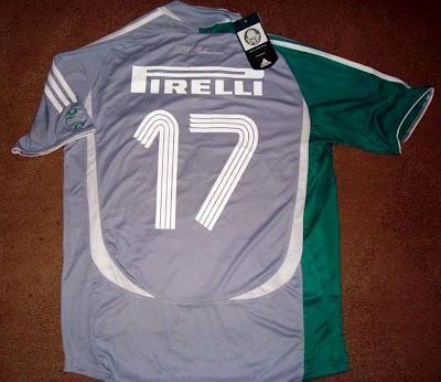 Esta é uma camisa Adidas 2006 prata 8ec988cd11f1a