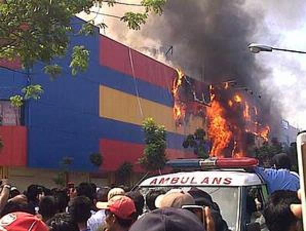 Foto Kebakaran Ramayana Kebayoran (kompas.com)
