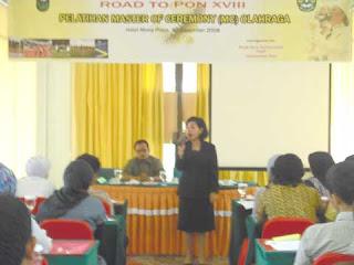 FSIP Komunikasi Adakan Pelatihan MC