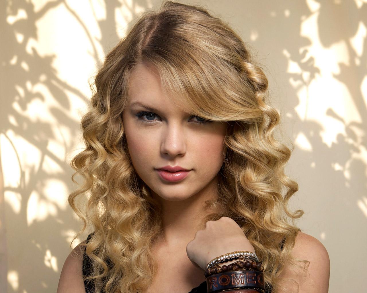 http://2.bp.blogspot.com/_LEKOsJwAnLE/S6mxr7-jdtI/AAAAAAAAAvE/jaxPw3a8J6I/s1600/Taylor_Swift,_Singer.jpg