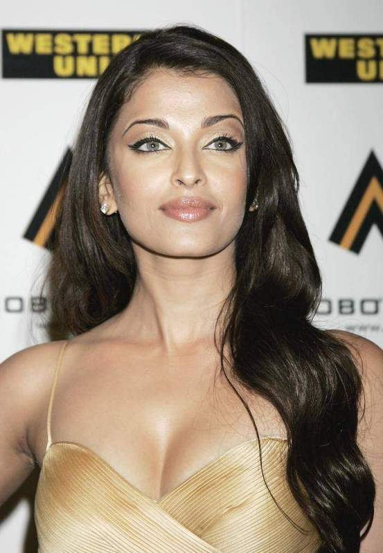 Aishwarya Rai Latest Romance Hairstyles, Long Hairstyle 2013, Hairstyle 2013, New Long Hairstyle 2013, Celebrity Long Romance Hairstyles 2131