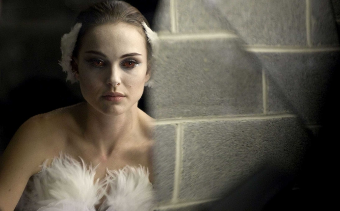 mila kunis back tattoo black swan. Mila Kunis Black Swan Lily.