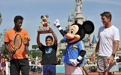 Black Tennis Pro's Gael Monfils, Stanislas Wawrinka and Mickey Mouse with trophy Disneyland Paris