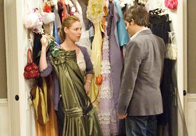 entre la hermanita menor de Jane y el buenazo de George, Kevin Doyle (James Marsden) descubre que Jane Nichols (Catherine Heigl) conserva 27 vestidos