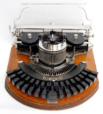 vintage typewriters 06 World's Oldest Typewriter Collection