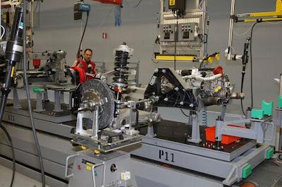 inside ferrari plant 21 Proses Pembuatan Sebuah Mobil Ferrari