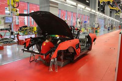 inside ferrari plant 19 Proses Pembuatan Sebuah Mobil Ferrari
