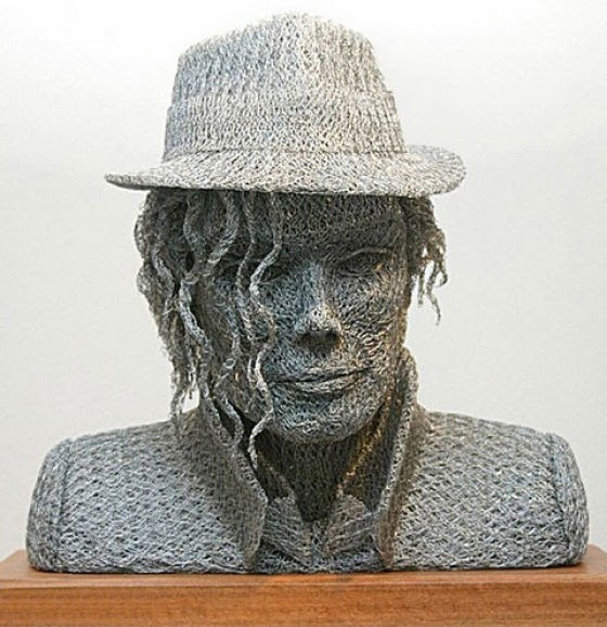 Curious funny photos pictures amazing sculptures for Chicken wire sculptures uk