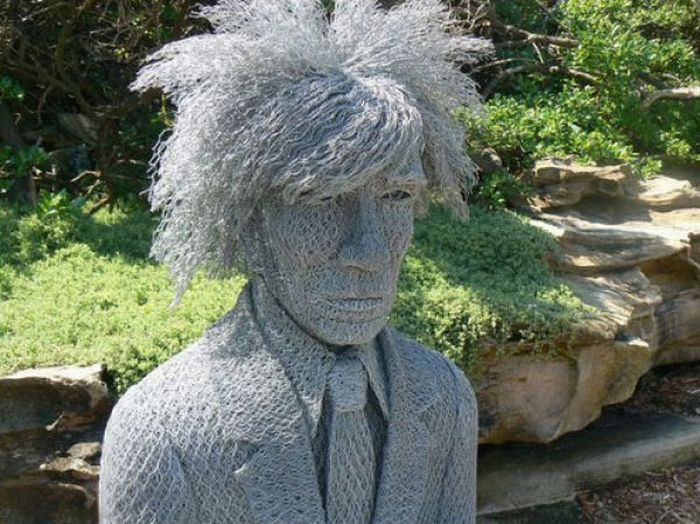 amazing sculptures created in galvanised chicken wire by