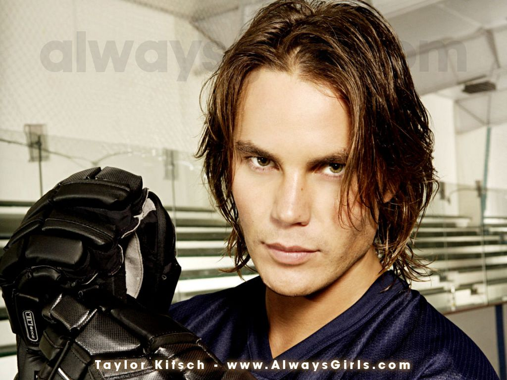 Taylor Kitsch - Images Gallery