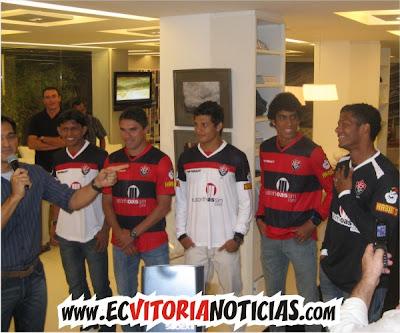 Jogadores do Vitória: Índio, Vanderson, Elkeson, Vilson e Viáfara