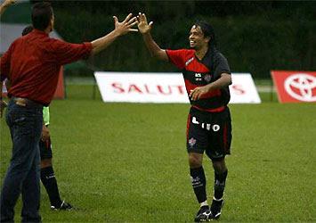 Bosco comemorando a Vitória por 2 x 1