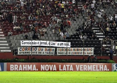 Foto das faixas protesto Correio